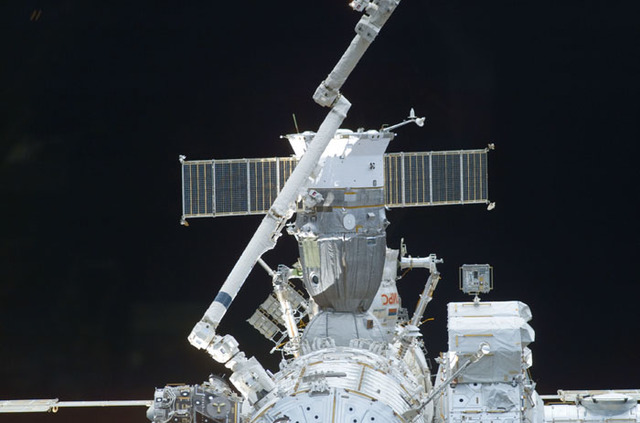 S110E5069 - STS-110 - Forward view of the ISS taken during STS-110's docking approach