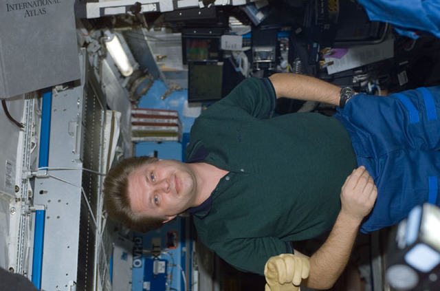 S110E5113 - STS-110 - Onufrienko poses in the U.S. Laboratory during STS-110's initial ingress into the ISS