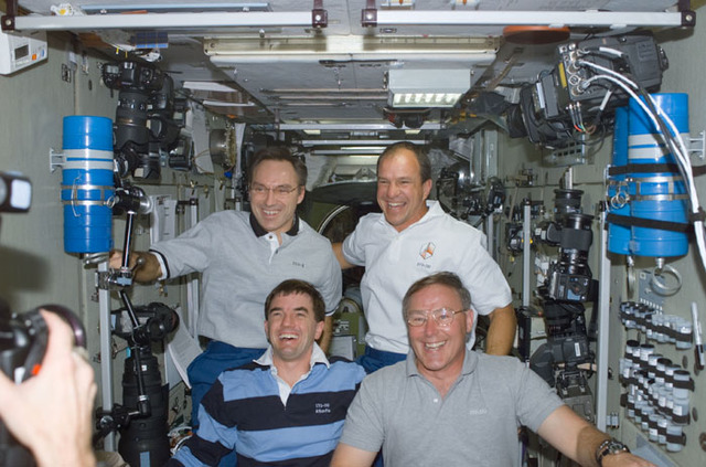 S110E5127 - STS-110 - Walz, Bloomfield, Walheim and Ross pose in Zvezda during STS-110's visit to the ISS