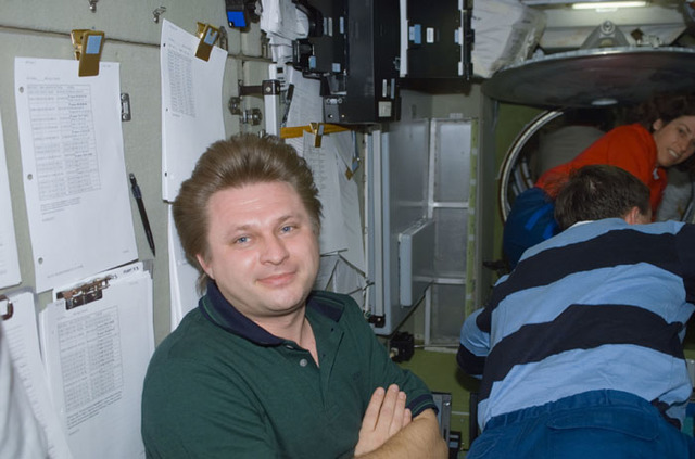 S110E5140 - STS-110 - Onufrienko poses in Zvezda during STS-110's visit to the ISS