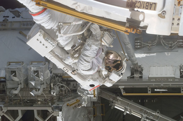 S110E5255 - STS-110 - Smith works around the S0 Truss during the first EVA of STS-110