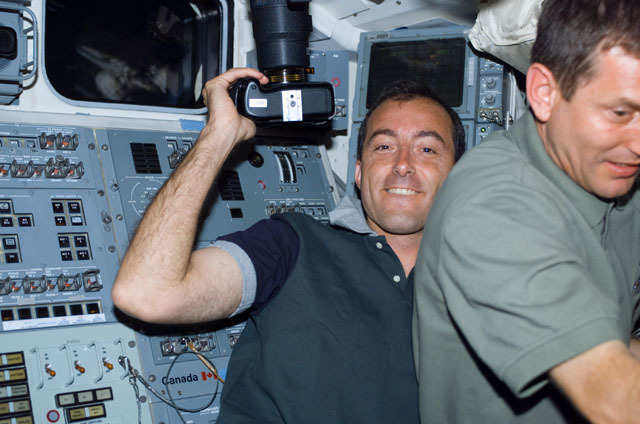 S111E5012 - STS-111 - Perrin with 35mm camera on Shuttle Endeavour's aft flight deck (AFD) during STS-111 UF-2