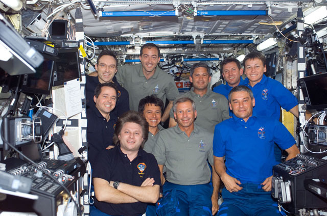 S111E5256 - STS-111 - Expedition Four, STS-111 UF-2, Expedition Five crews group portrait in U.S. Lab