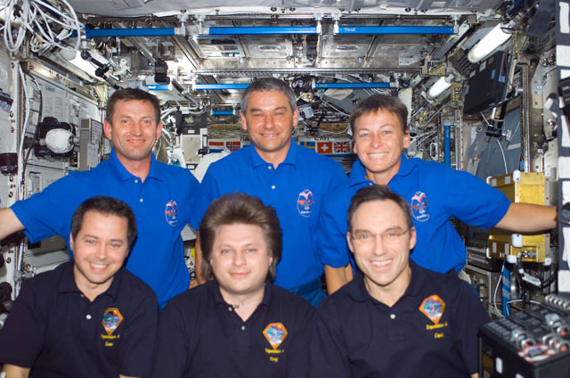 S111E5278 - STS-111 - Expedition Four and Expedition Five crews group portrait in U.S. Lab taken during STS-111 UF-2
