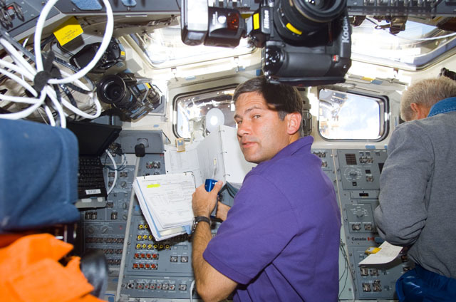 S111E5320 - STS-111 - Lockhart converses on a microphone on Endeavour's AFD during STS-111 UF-2