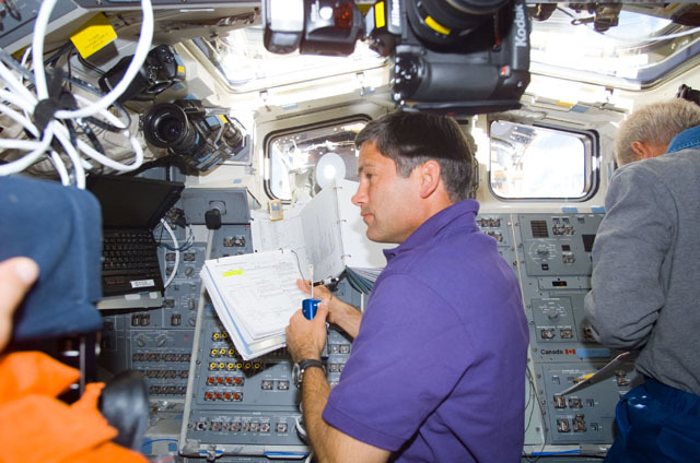 S111E5321 - STS-111 - Lockhart converses on a microphone on Endeavour's AFD during STS-111 UF-2
