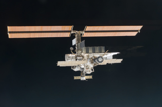 S112E05836 - STS-112 - Flyaround view of ISS aft and port sides