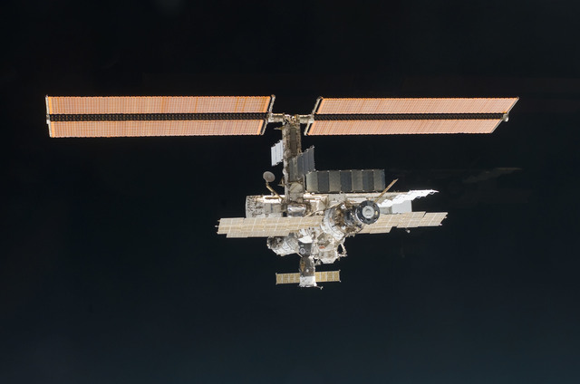 S112E05837 - STS-112 - Flyaround view of ISS aft and port sides