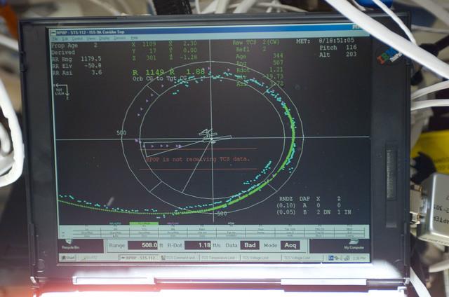 S112E05853 - STS-112 - Flyaround data on laptop computer