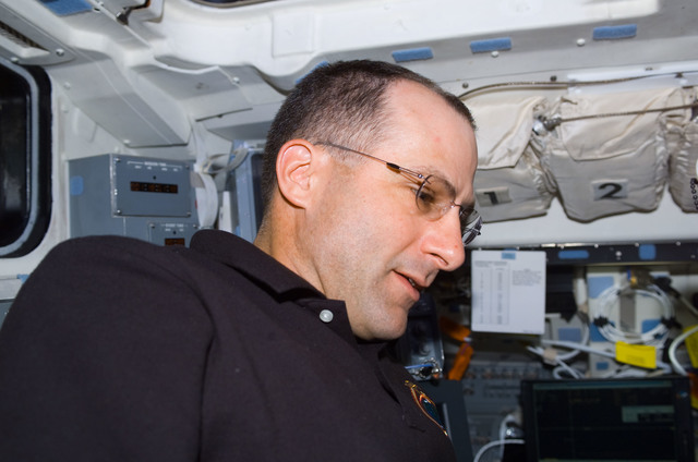S113E05024 - STS-113 - Expedition Six Flight Engineer Don Pettit on AFD during STS-113