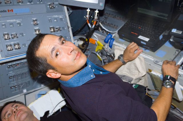 S113E05063 - STS-113 - MS Herrington works at a laptop computer on AFD during STS-113
