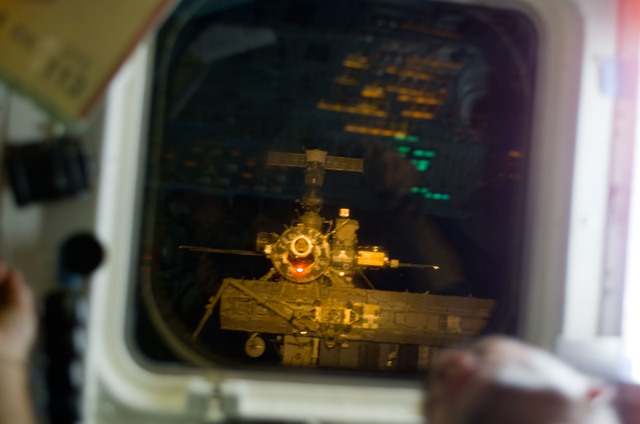 S113E05083 - STS-113 - ISS visible through AFD window during ISS Rendezvous and Docking for STS-113