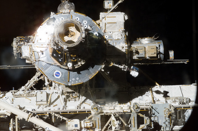 S113E05120 - STS-113 - ISS views - PMA2, U.S. Lab, SSRMS, AL, and S0 Truss during Docking Operations for STS-113