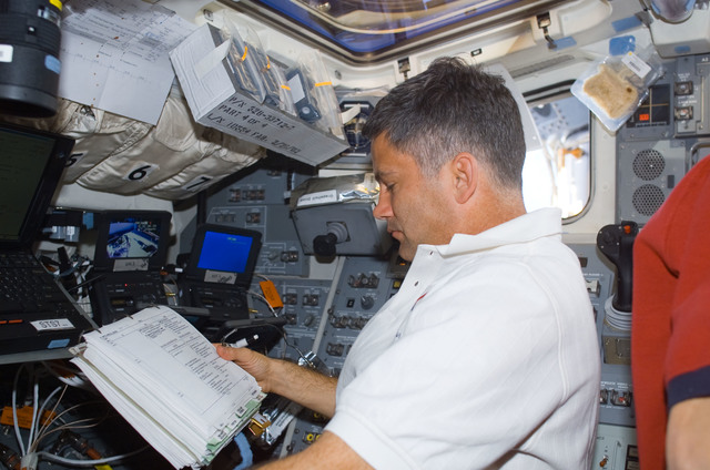 S113E05175 - STS-113 - PLT Paul Lockhart working on the AFD during EVA2 docked ISS OPS for STS-113