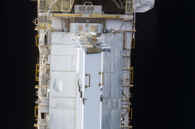 S113E05421 - STS-113 - View of the P6 truss taken during flyaround following STS-113 undocking