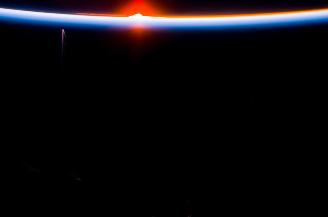 S113E05477 - STS-113 - Earth limb view of Orbital Sunset during STS-113