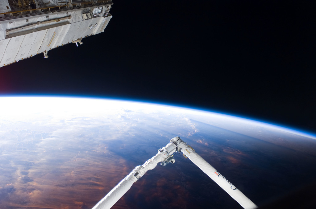S114E6082 - STS-114 - Earth's horizon