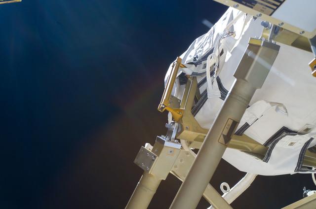 S114E6181 - STS-114 - BGA and 4 Bar Linkage on the P6 Truss Segment
