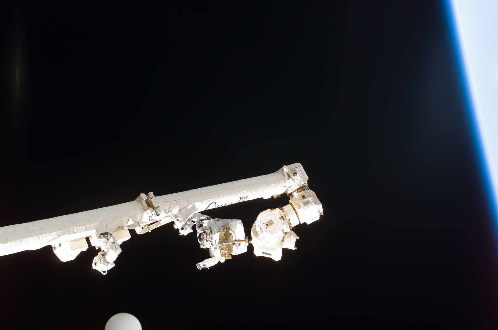 S114E6262 - STS-114 - Robinson on SSRMS Canadarm2 during EVA 3