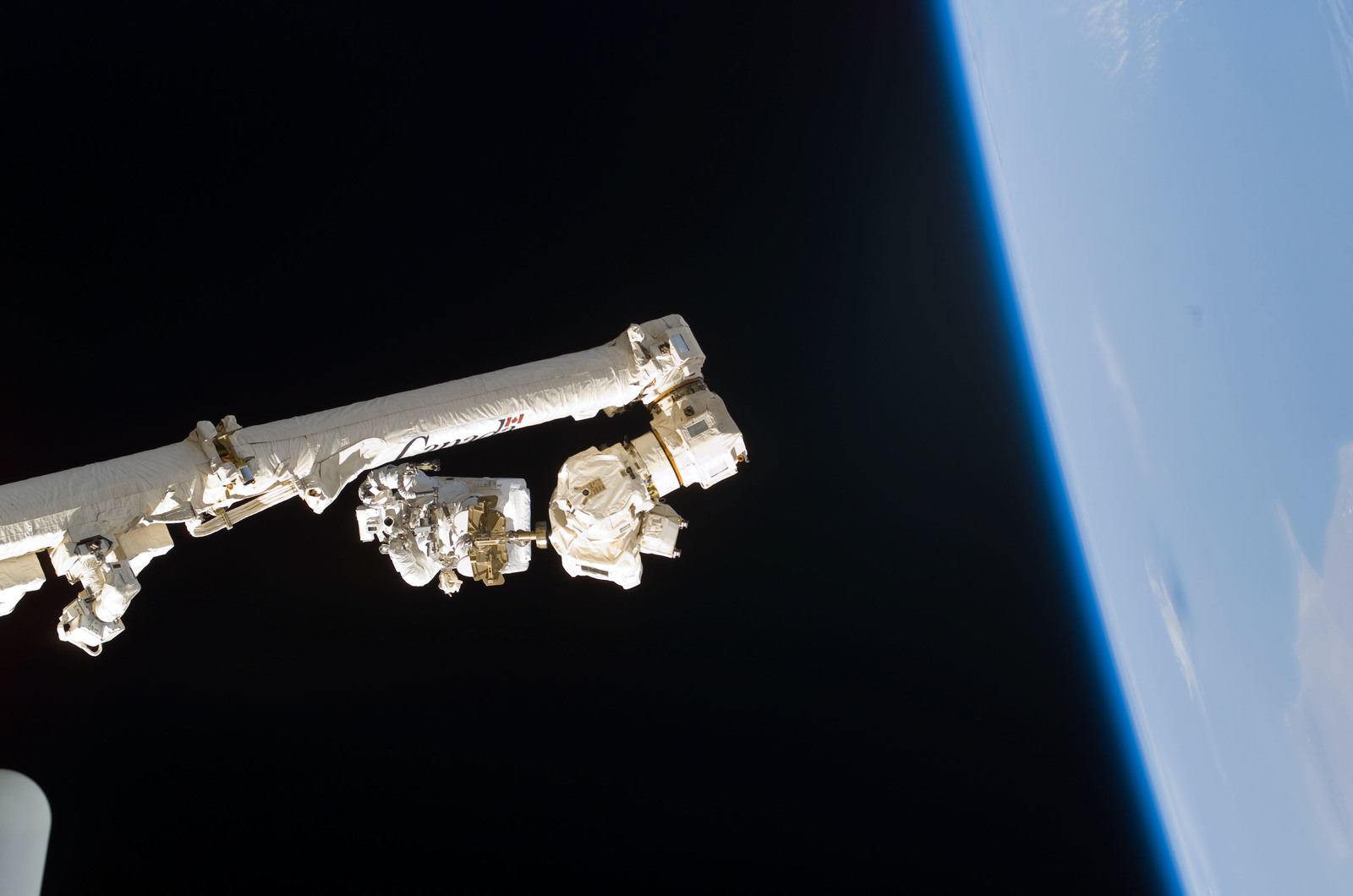S114E6263 - STS-114 - Robinson on SSRMS Canadarm2 during EVA 3