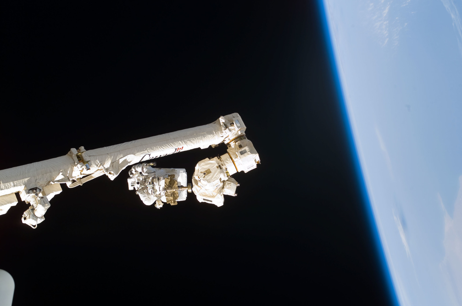 S114E6264 - STS-114 - Robinson on SSRMS Canadarm2 during EVA 3