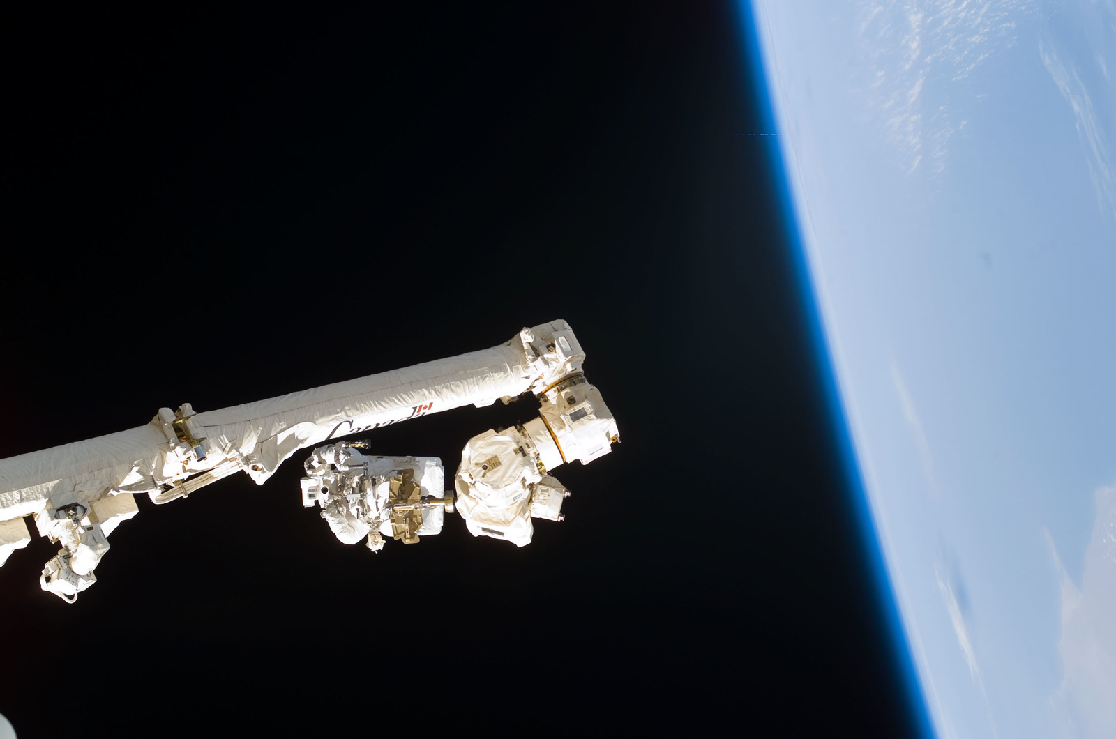 S114E6265 - STS-114 - Robinson on SSRMS Canadarm2 during EVA 3