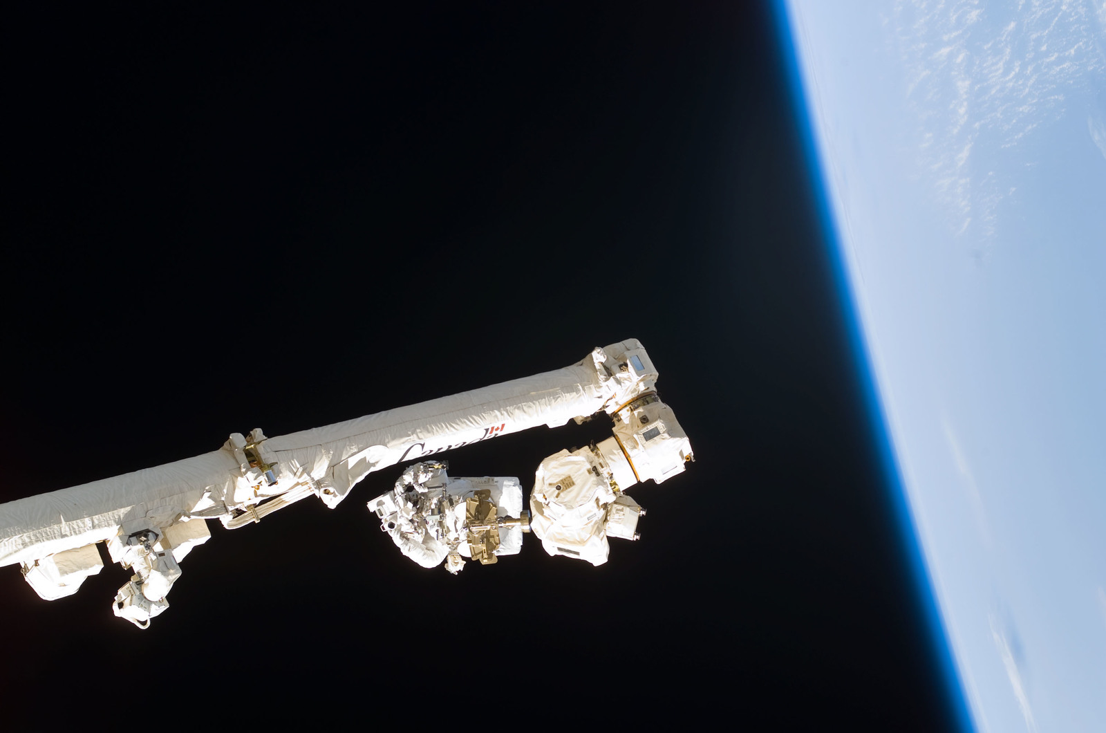 S114E6266 - STS-114 - Robinson on SSRMS Canadarm2 during EVA 3