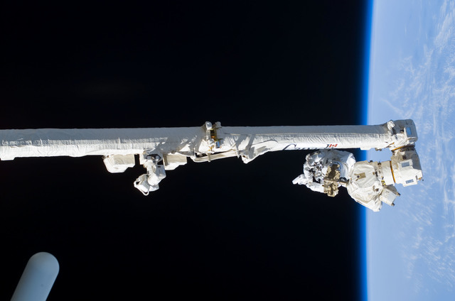 S114E6271 - STS-114 - Robinson on SSRMS Canadarm2 during EVA 3