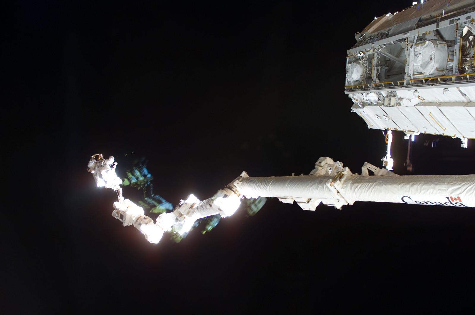S114E6879 - STS-114 - EVA 3