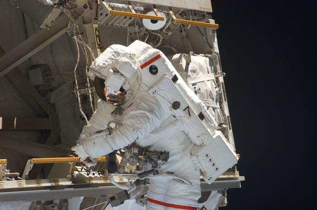 S114E6895 - STS-114 - EVA 3