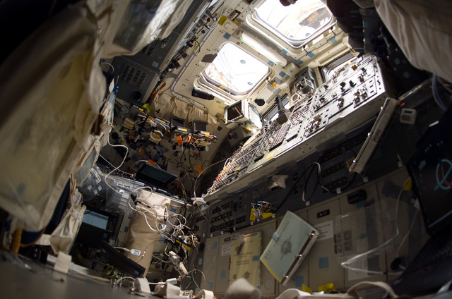 S114E6961 - STS-114 - Controls and windows on aft flight deck