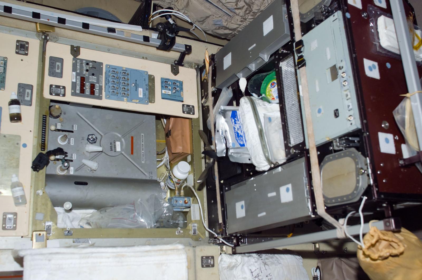 S114E7140 - STS-114 - Service Module