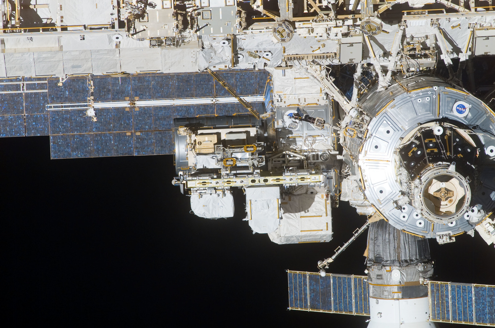 S114E7396 - STS-114 - FWD view of the ISS taken during Undocking and Flyaround Operations for STS-114 (LF1)