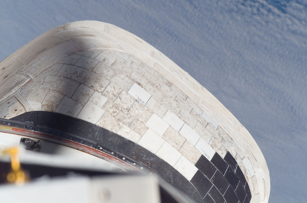 S115E05345 - STS-115 - Port Side of the OMS / RCS Pod on the Space Shuttle Atlantis during STS-115