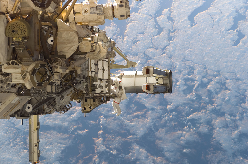S115E05557 - STS-115 - Tanner and Stefanyshyn-Piper performs first EVA during STS 115 / Expedition 13 joint operations