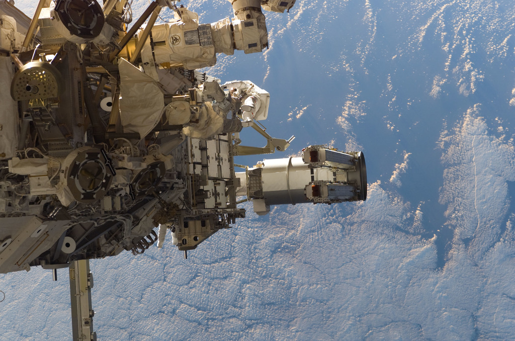 S115E05559 - STS-115 - Tanner and Stefanyshyn-Piper performs first EVA during STS 115 / Expedition 13 joint operations