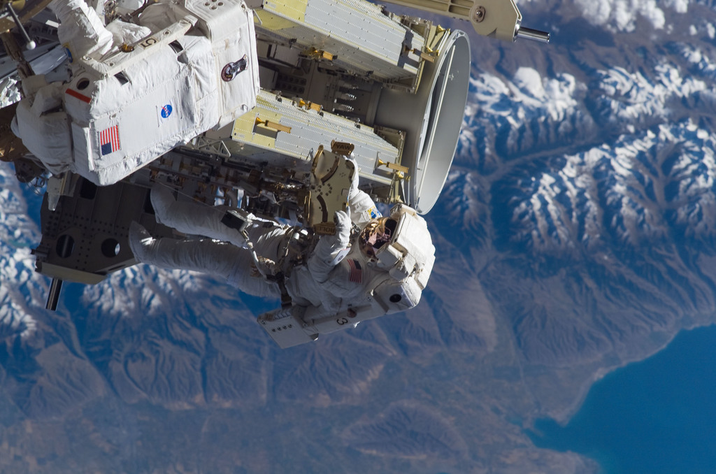 S115E05620 - STS-115 - Tanner and Stefanyshyn-Piper perform first EVA during STS-115 / Expedition 13 joint operations