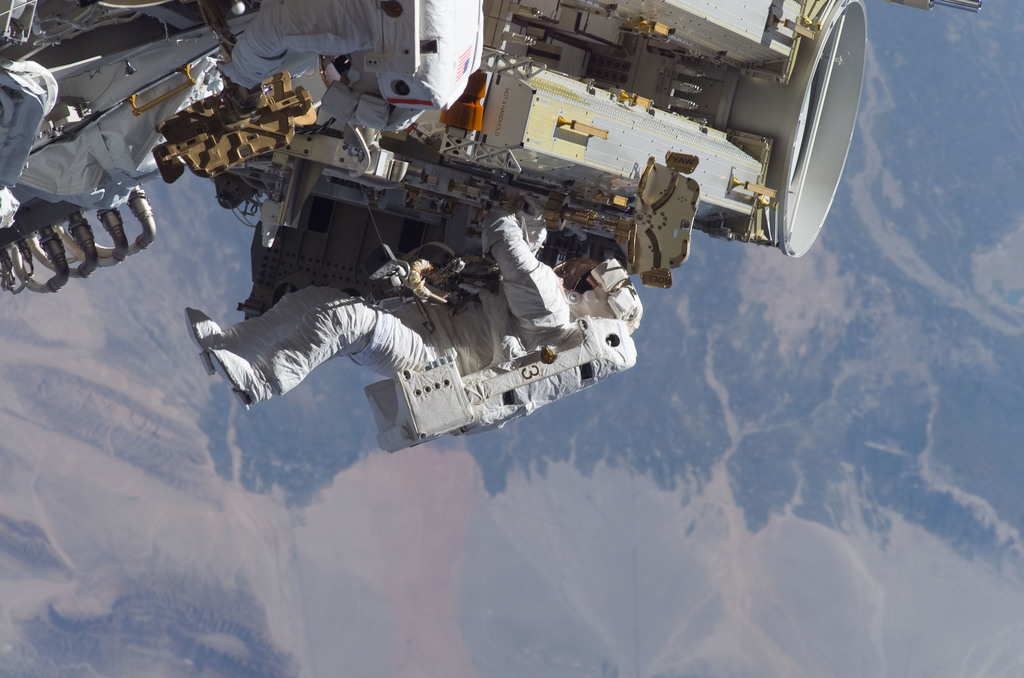 S115E05623 - STS-115 - Tanner and Stefanyshyn-Piper perform first EVA during STS-115 / Expedition 13 joint operations
