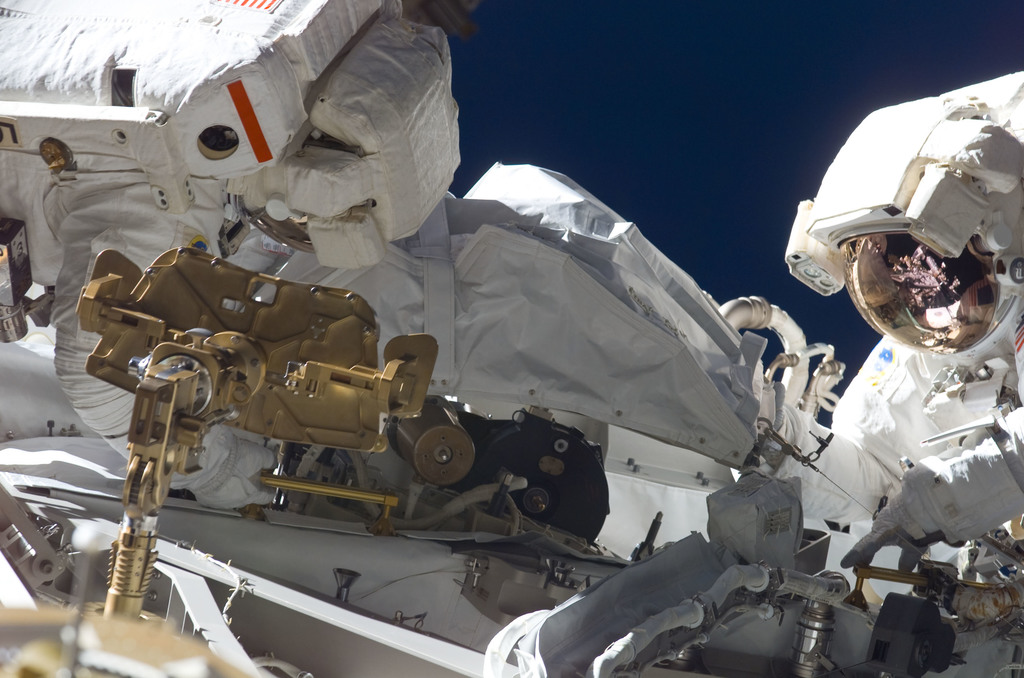 S115E05657 - STS-115 - Stefanyshyn-Piper and Tanner perform first EVA during STS-115 / Expedition 13 joint operations