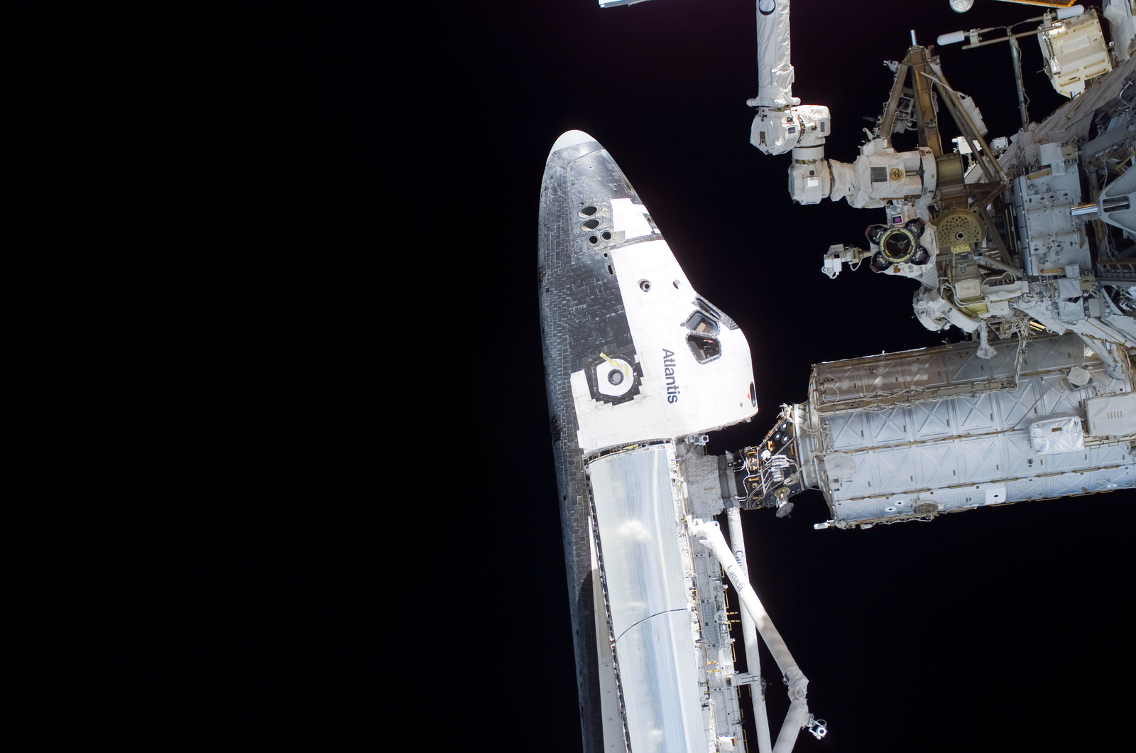 S115E05690 - STS-115 - STS-115 Space Shuttle Atlantis docked on the ISS during Joint Operations