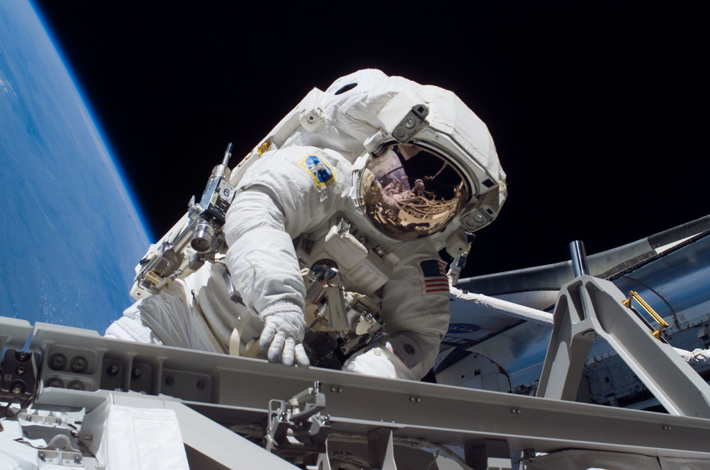 S115E05758 - STS-115 - Stefanyshyn-Piper performs first EVA during STS-115 / Expedition 13 Joint Operations