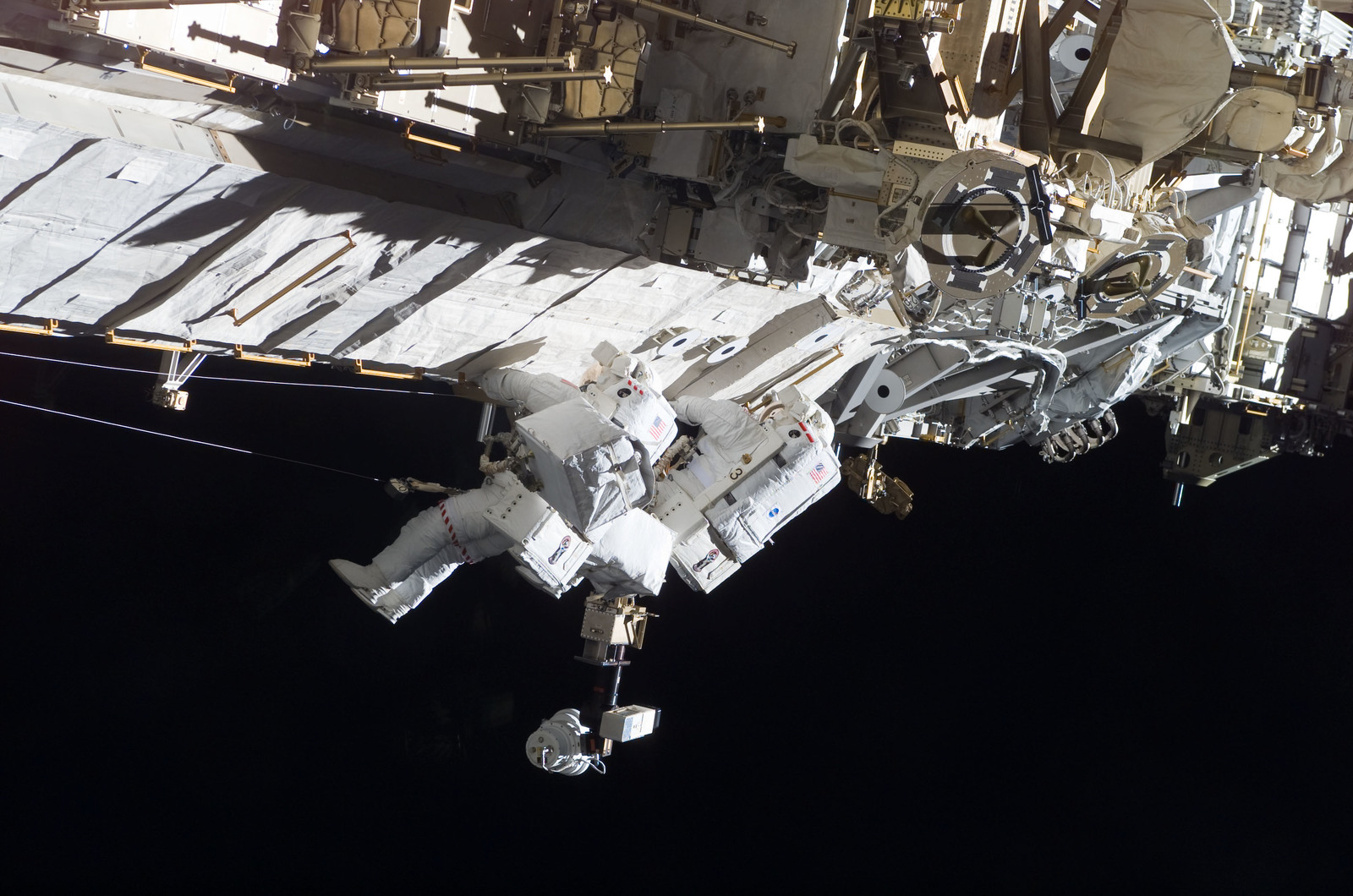S115E05784 - STS-115 - MacLean and Burbank performing second EVA spacewalk