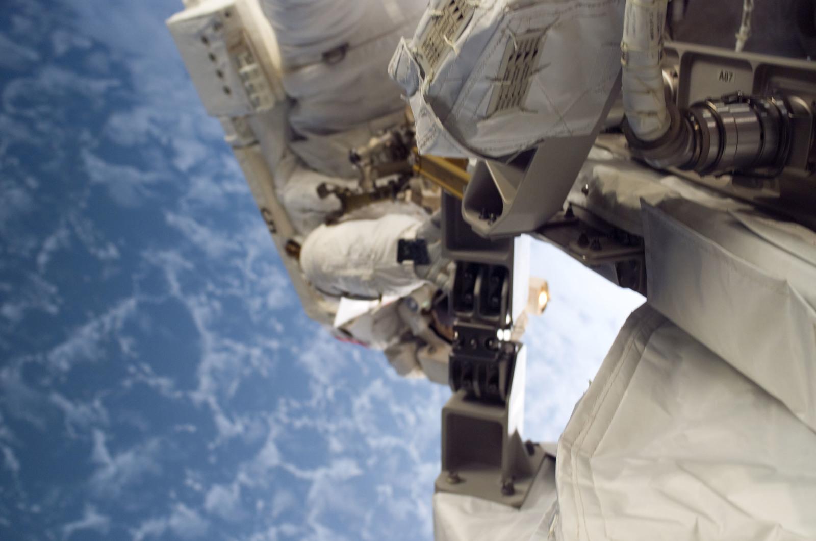 S115E05828 - STS-115 - MacLean performing second EVA spacewalk