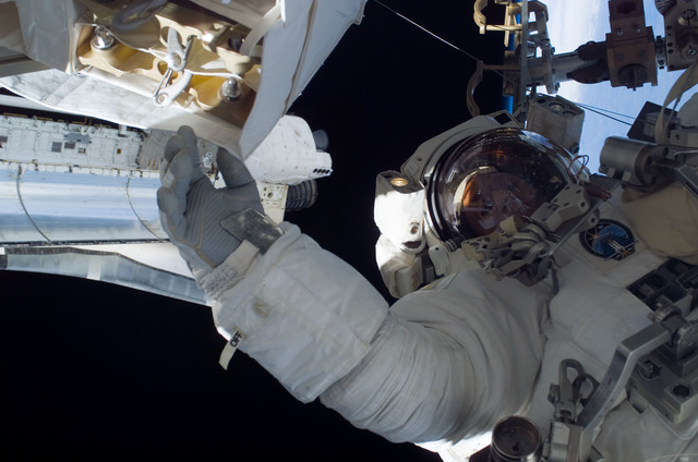 S115E05842 - STS-115 - Burbank prepares the SARJ on the P3 - P4 Truss Segment
