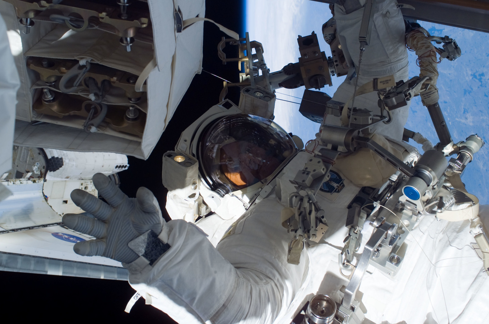 S115E05847 - STS-115 - Burbank prepares the SARJ on the P3 - P4 Truss Segment
