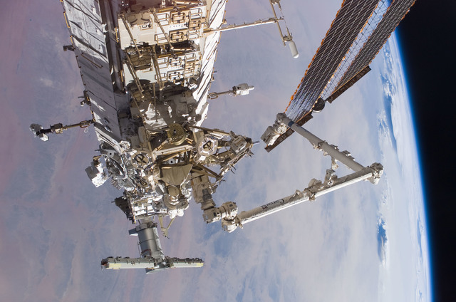 S115E05886 - STS-115 - Burbank and MacLean prepare the SARJ on the P3 - P4 Truss Segment during STS-115 EVA