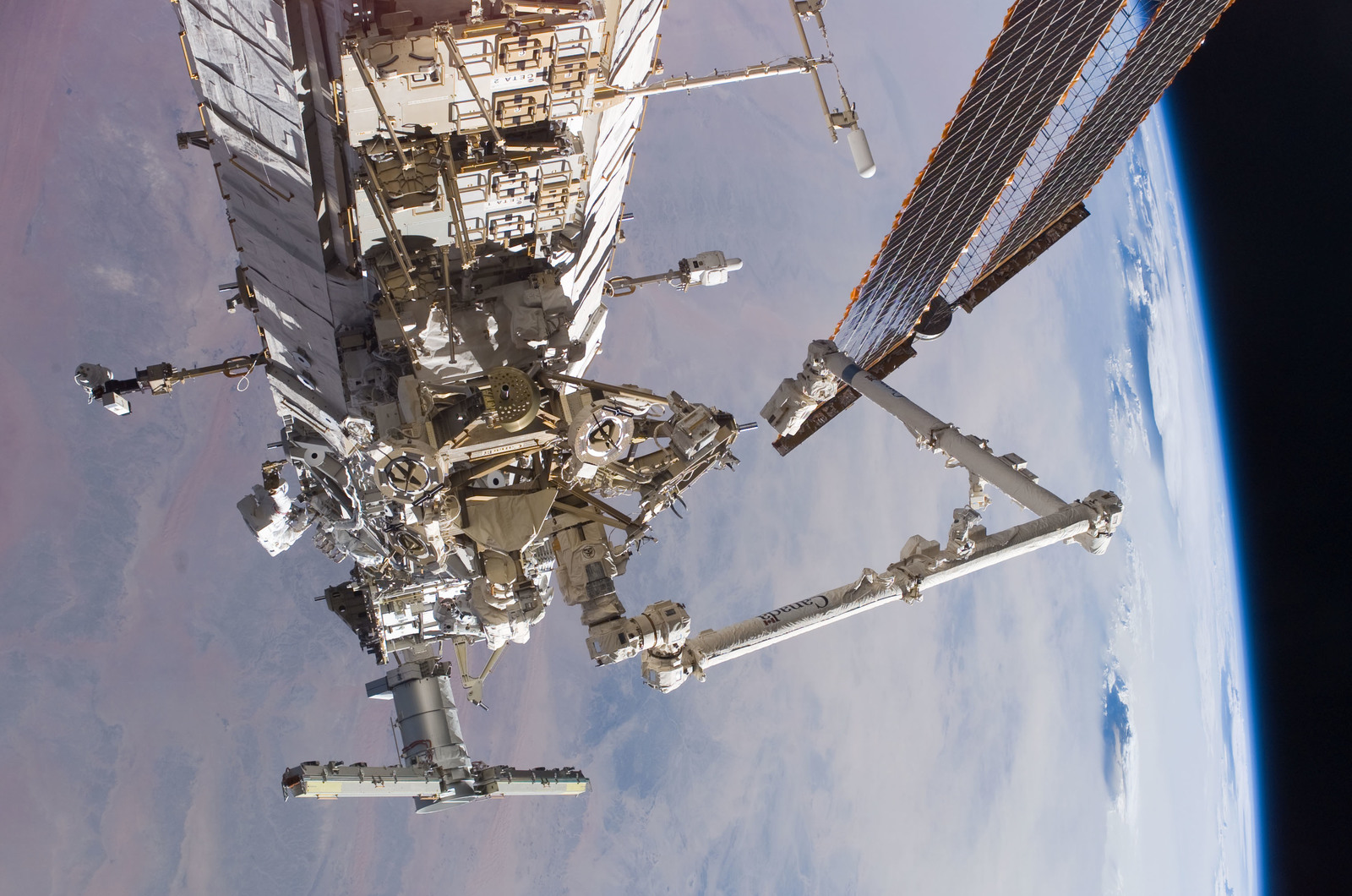 S115E05887 - STS-115 - Burbank and MacLean prepare the SARJ on the P3 - P4 Truss Segment during STS-115 EVA