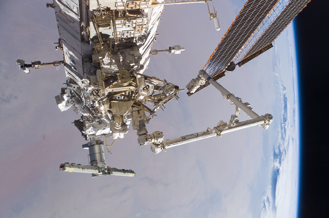 S115E05894 - STS-115 - Burbank and MacLean prepare the SARJ on the P3 - P4 Truss Segment during STS-115 EVA