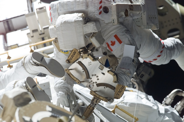 S115E05897 - STS-115 - MacLean prepares the SARJ on the P3 - P4 Truss Segment during STS-115 EVA