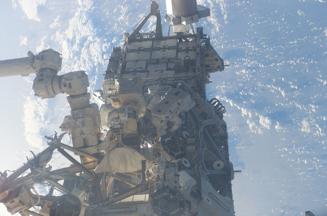 S115E05907 - STS-115 - MacLean and Burbank prepare the SARJ on the P3 - P4 Truss Segment during STS-115 EVA
